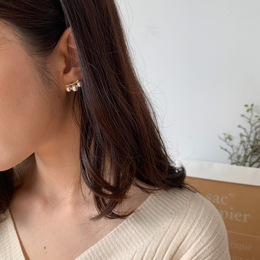 메블래 실버 페미닌 진주 귀걸이