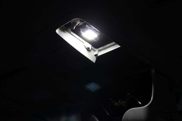LED실내등으로 교환 했습니다.
